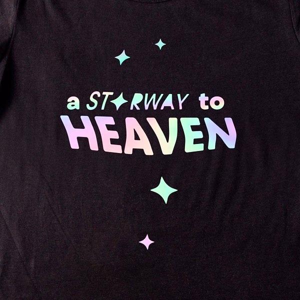 Koszulka damska z prostym wzorem holograficznym: starway to heaven; zbliżenie