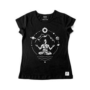 czarna koszulka damska z nadrukiem, do yogi i medytacji, yogin w otoczeniu gór i kosmosu