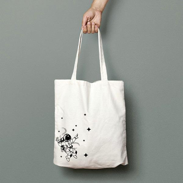 Naturalna torba na zakupy z 100% bawełny, na ramię. Czarny nadruk z astronautą w kosmosie