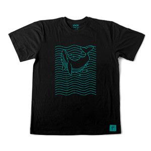 Pozytywne dźwięki i wibracje na męskiej czarnej koszulce. Prosty wzór z wielorybem wśród fal