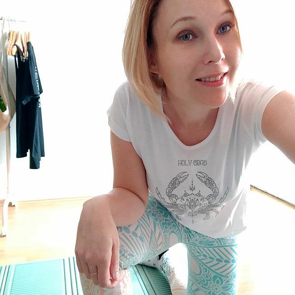 Koszulka w sam raz do ćwiczenia jogi. Holy crab to prosty wzór a la mandala.