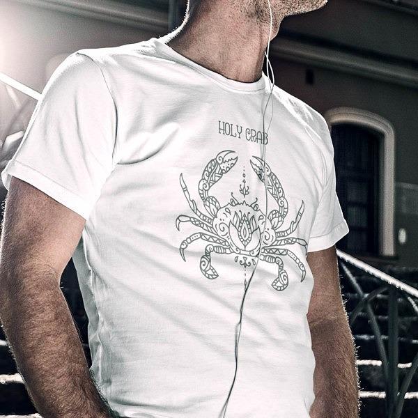 Symetryczny wzór kraba w stylu mandali na białej koszulce