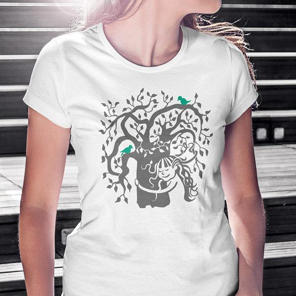 Biała koszulka z drzewem i dziewczynką. Sekretne życie drzew. Miłość do natury