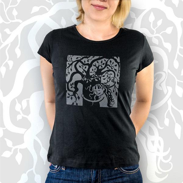 Czarna koszulka z drzewem i dziewczynką. Sekretne życie drzew. Miłość do natury